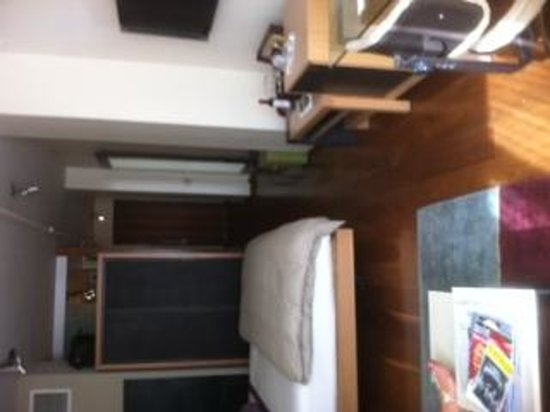 Chambers Hotel: Room