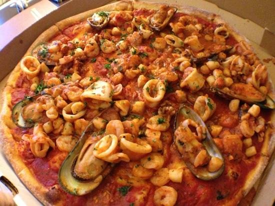 Seafood pizza picture of bob 39 s pizza deerfield beach for Amante italian cuisine deerfield beach