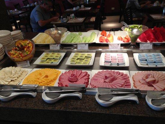 Hotel Deville Prime Cuiabá: Great breakfast that make weekday morning feels like weekends