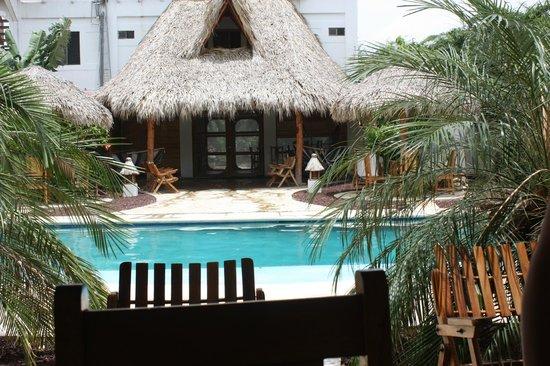 Hotel Popoyo: entrada do restaurante pela área da piscina