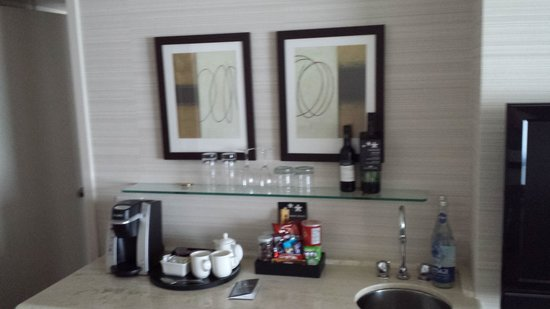 Cambridge Suites Toronto: mini bar