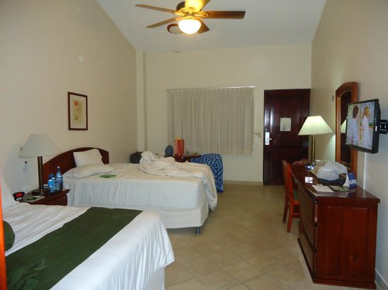 Best Western Plus Belize Biltmore Plaza : the room was spacious