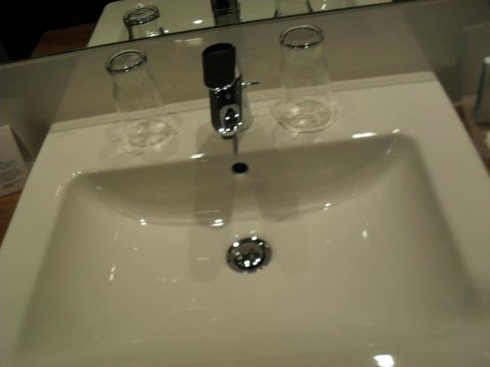 Austria Trend Hotel Doppio Wien: bagno molto pulito