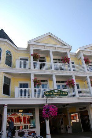 Main Street Inn and Suites: Hotel from Main Street