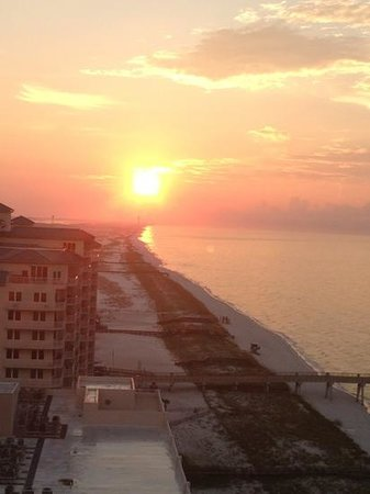 Beach Colony Resort: Sunrise from the balcony