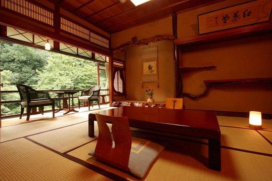Kasuga Ryokan Hotel - room photo 8576117