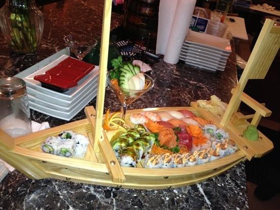 Yakitori Sushi & Grill: sushi boat