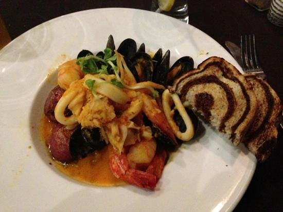 Syndicate Restaurant and Brewery: Seafood Bowl