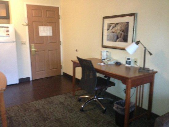 Staybridge Suites San Diego - Sorrento Mesa: Desk