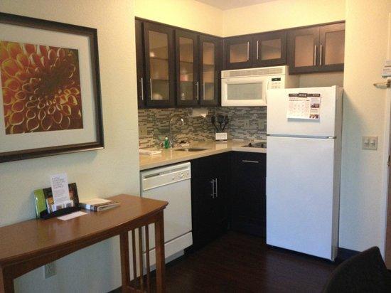 Staybridge Suites San Diego - Sorrento Mesa: Kitchenette