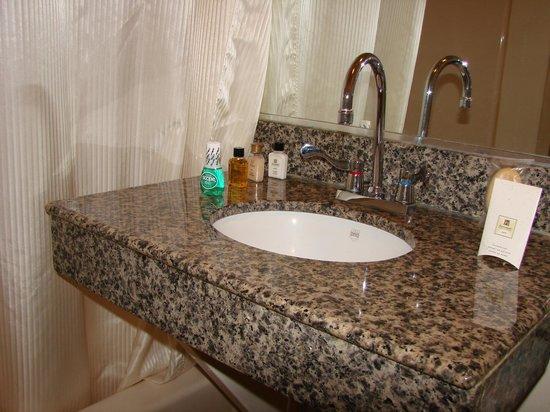 Brooklyn Motor Inn: Bathroom ammenities