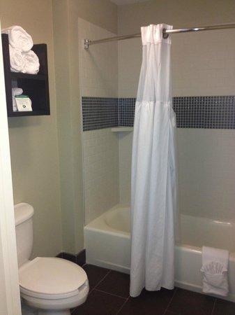 Staybridge Suites San Diego - Sorrento Mesa: Bathroom