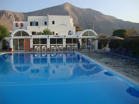 Santa Irini Hotel: pool/bar