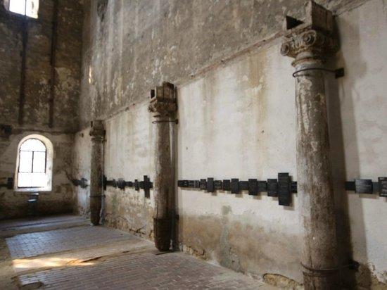 John Cage Orgelprojekt: Die Wände mit den Sponsorentafeln