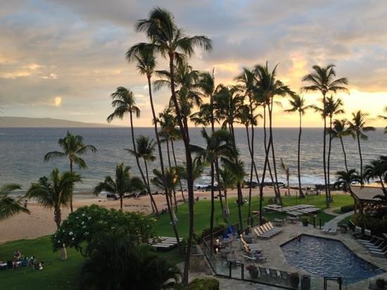 Mana Kai Maui: sunset from our 4th floor room