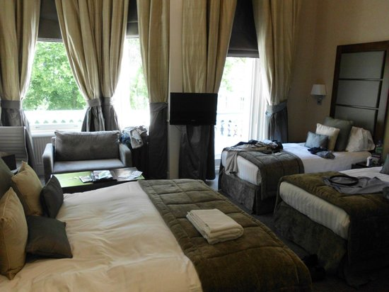 Grange Strathmore Hotel: Our Room with 2 Twins and 1 Double Bed