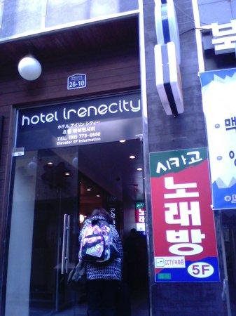 Hotel Irene City: building entrance