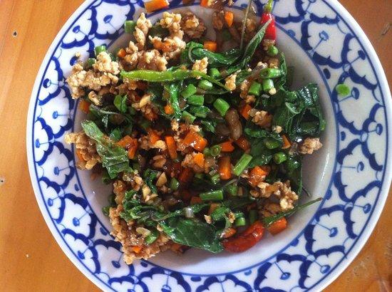 ไทย ฟาร์ม คุกกิ้งสคูล: Chicken With basil