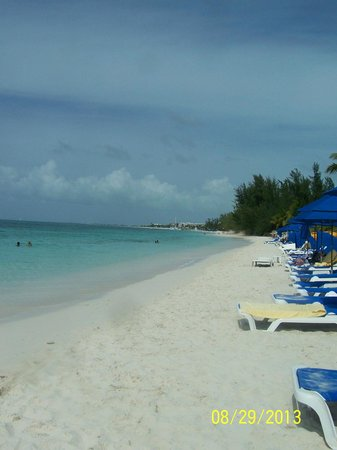 Windsong Resort: Grace Bay...all chairs and umbrellas are provided by resort
