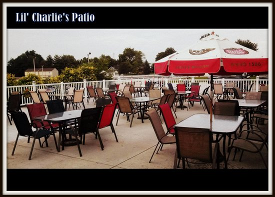 LiL' Charlies Restaurant and Brewery : The Patio