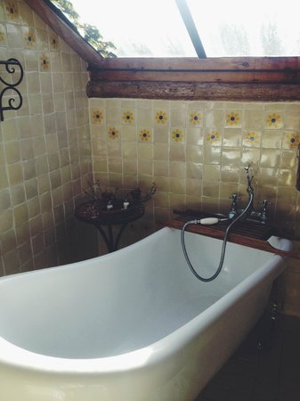 Hotel Casavieja: Tub
