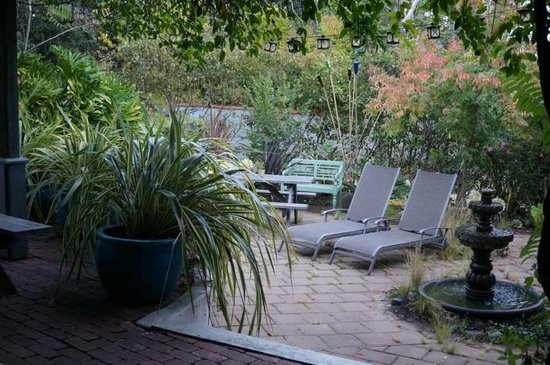 Adobe on Green Street Inn: Garten