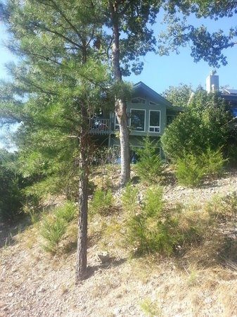 Beaver Lake Cottages: hiking back from hike to lake on property