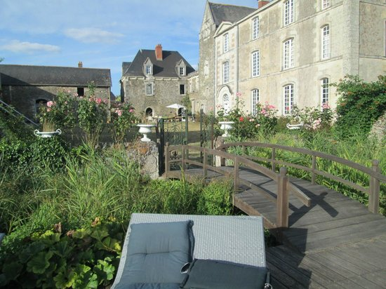 Chateau de l'Epinay: view of back of chateau from pool area