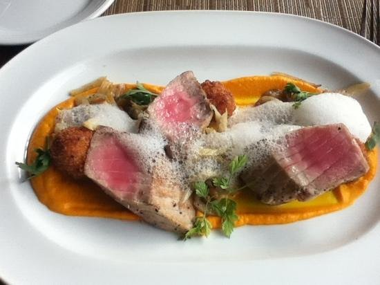 The Dining Room at Salish Lodge & Spa: Tuna with foam