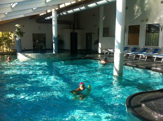 Hotel al Sorriso Greenpark & Wellness: la piscina coperta della Spa