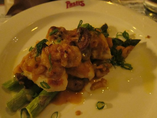 Ravintola Pastis: Fish quenelles and shrimps with green asparagus