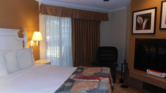 Weathervane Terrace Inn and Suites : bed room