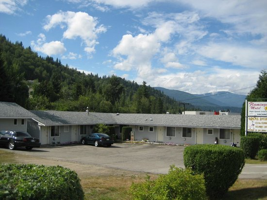 Flamingo Motel : Another Sunny Kootenay Day