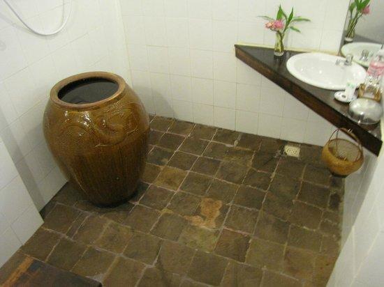 SiZen Retreat & Spa: The bathroom.