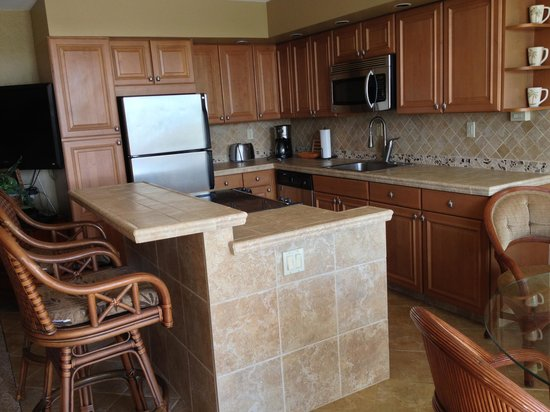Kuhio Shores Condos: Kitchen