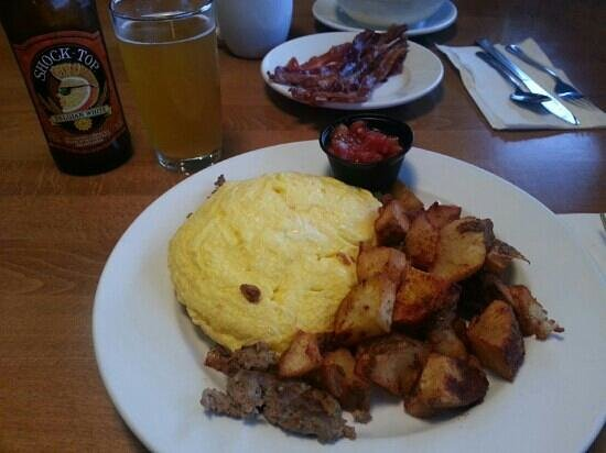 Frankie and Lola's : Nom-Nom Plate & a Shock Top for breakfast!