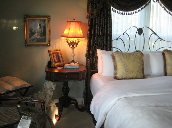 Cozy Rose Inn: Suite Surrender