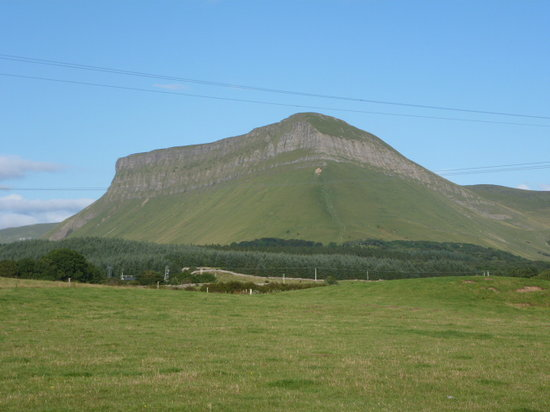Benbulben_In Front of the mountain