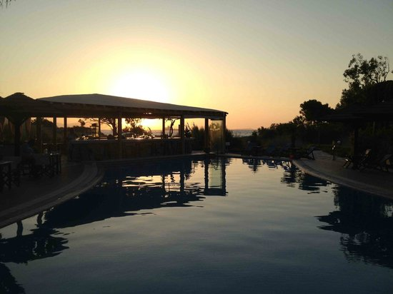Alkyoni Beach Hotel: Sunset View
