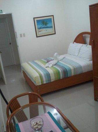 Tartaruga's Hotel and Pagudpud Yacht Club Restaurant: One of the regular-sized rooms