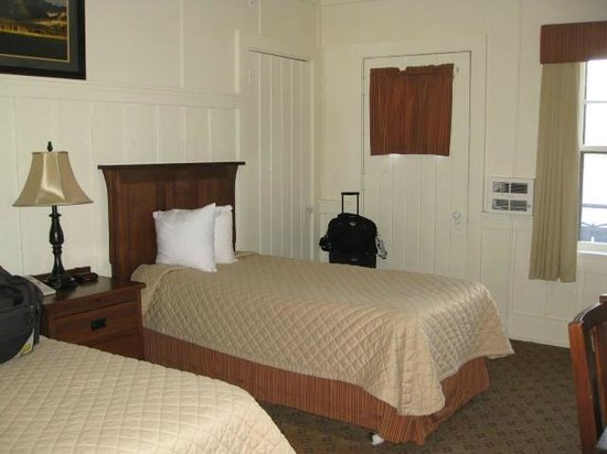 Many Glacier Lodge: Refurbished Lakefront Balcony Room #329 (Third Floor)