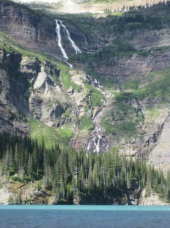 Many Glacier Lodge: Waterfall above Grinnell Lake