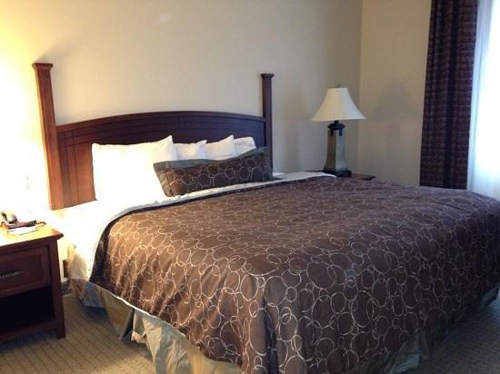 Staybridge Suites Columbus Ft. Benning: bedroom of one bedroom suite
