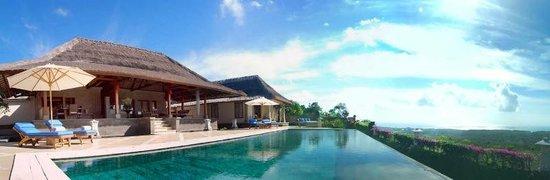 Villa Puri Balangan: Magnificent Infinity pool with spectacular views.