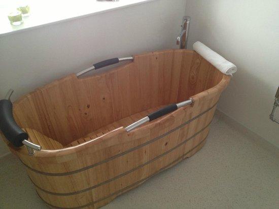 Littlebeck Warren: Wooden bath