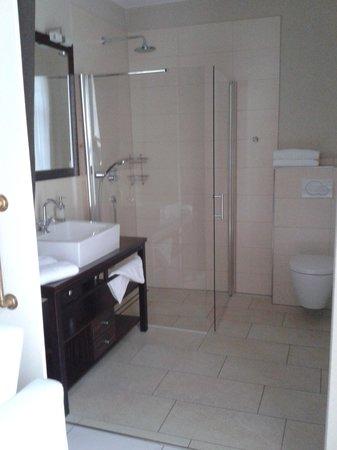 Maxhotel Lindau : Badezimmer