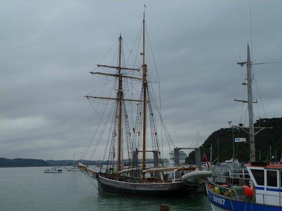 R. Tucker Thompson tail ship