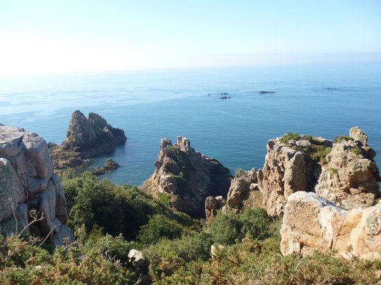 Golden Sands Hotel: cliff top view