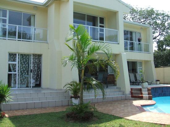 Ridgesea Guest House: Guest House Pool Area