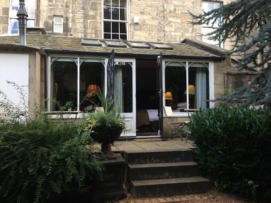 Nira Caledonia: private garden, jacuzzi room